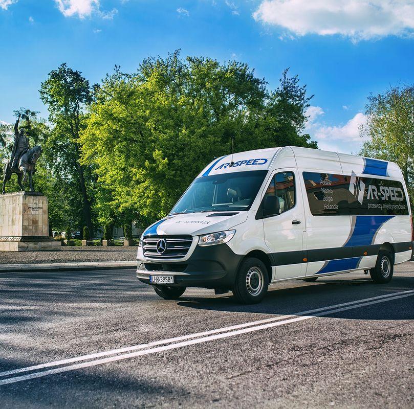 busy z Łodzi do Holandii
